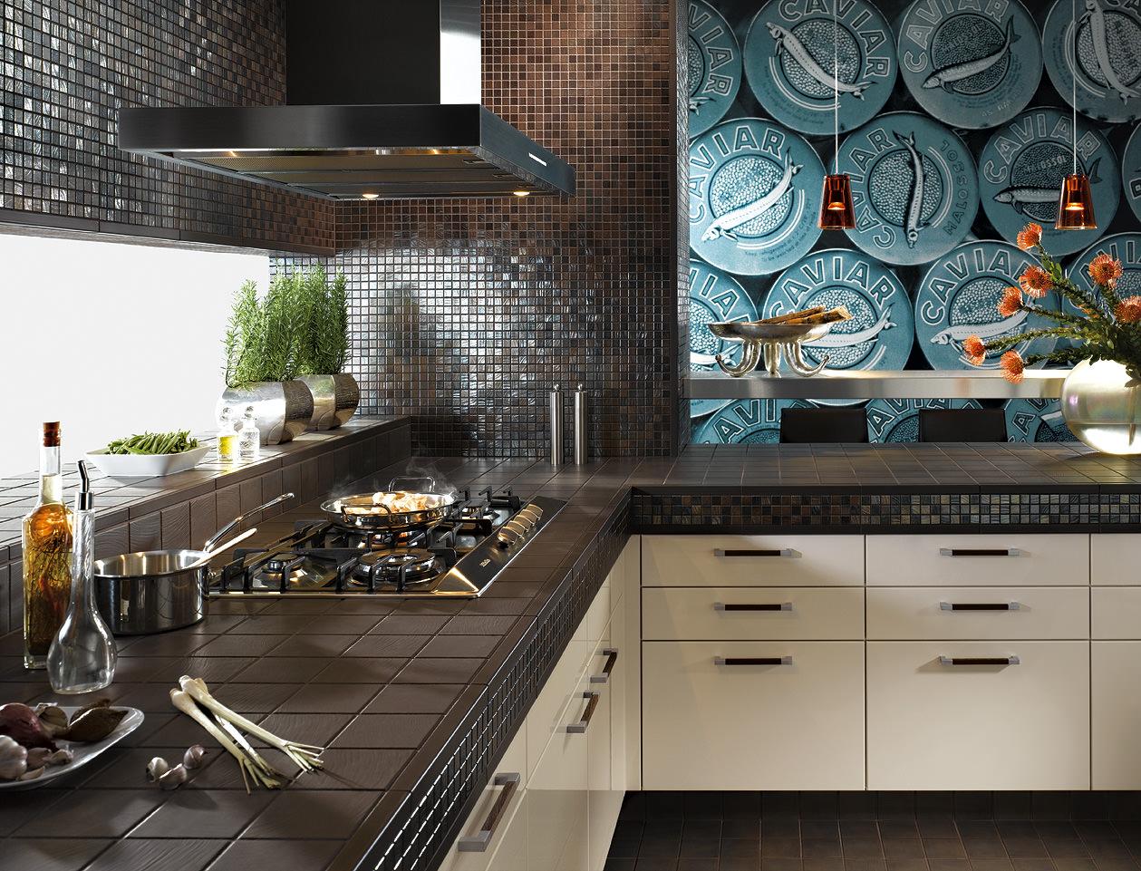 Глянцевая мозаика в интерьере кухни