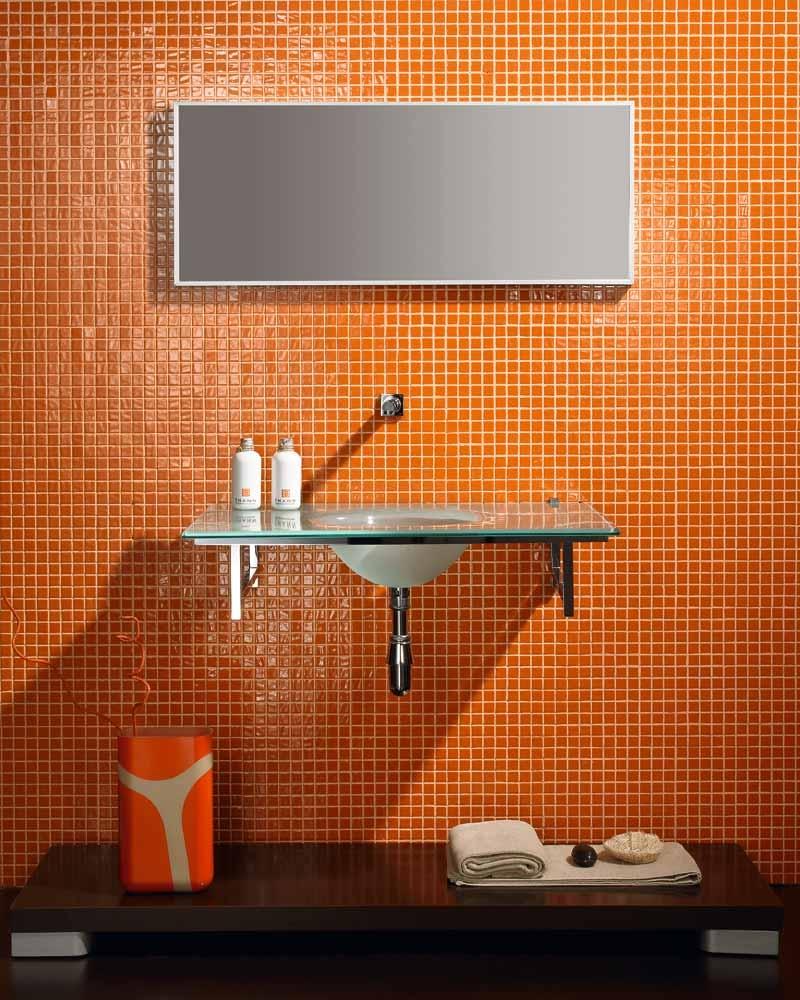 Глянцевая оранжевая мозаика в ванной