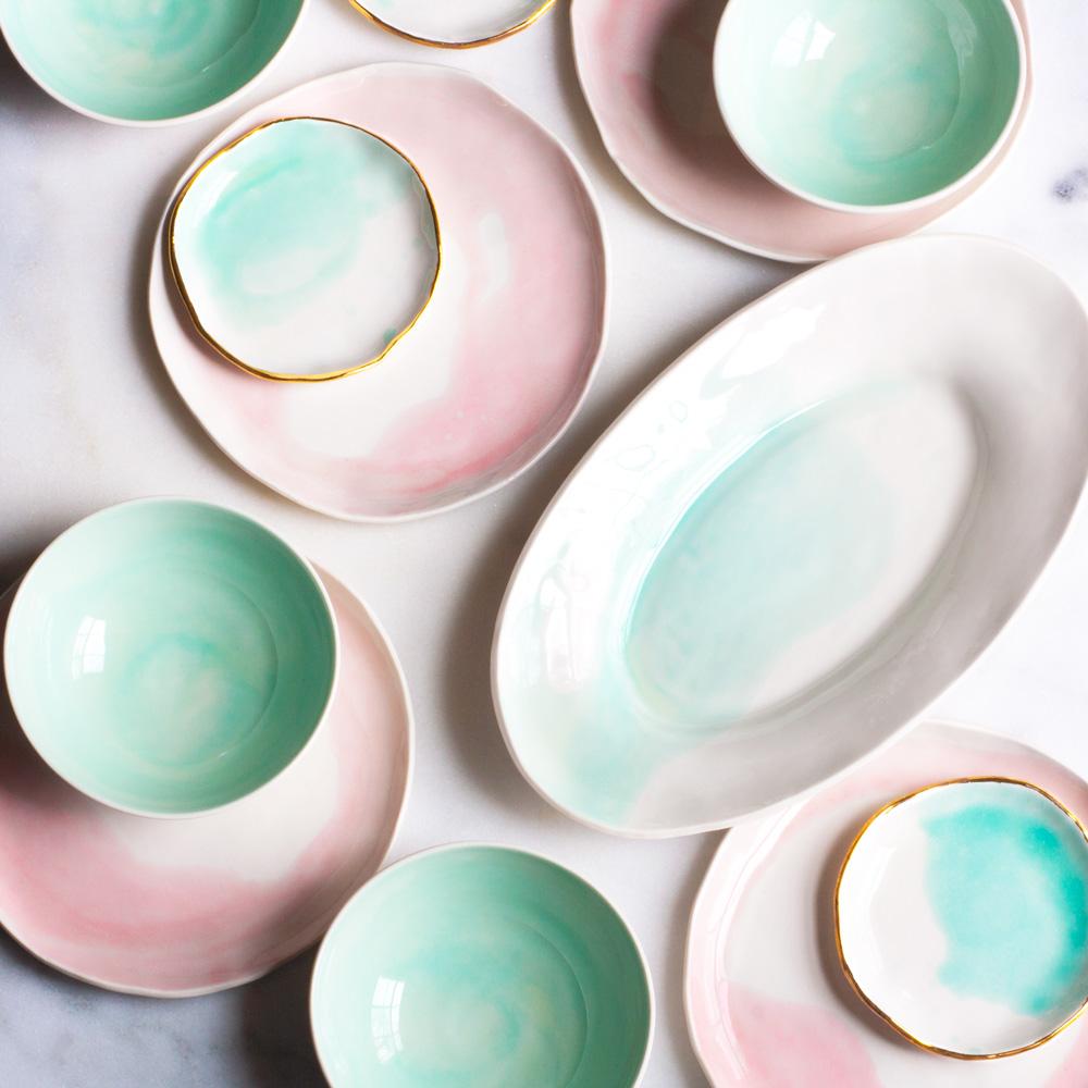 Глазурованная посуда в технике деколь