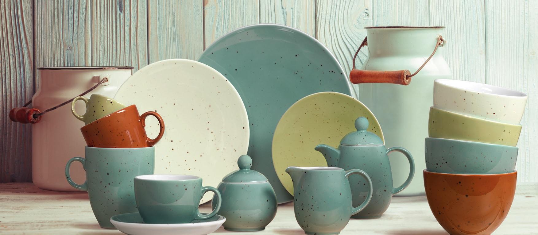 Каменная посуда с глазурью
