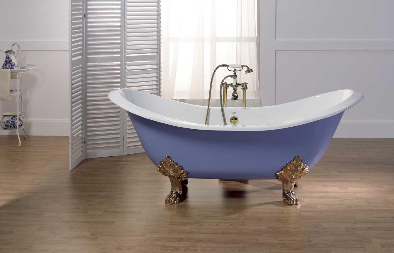Чугунная голубая ванна