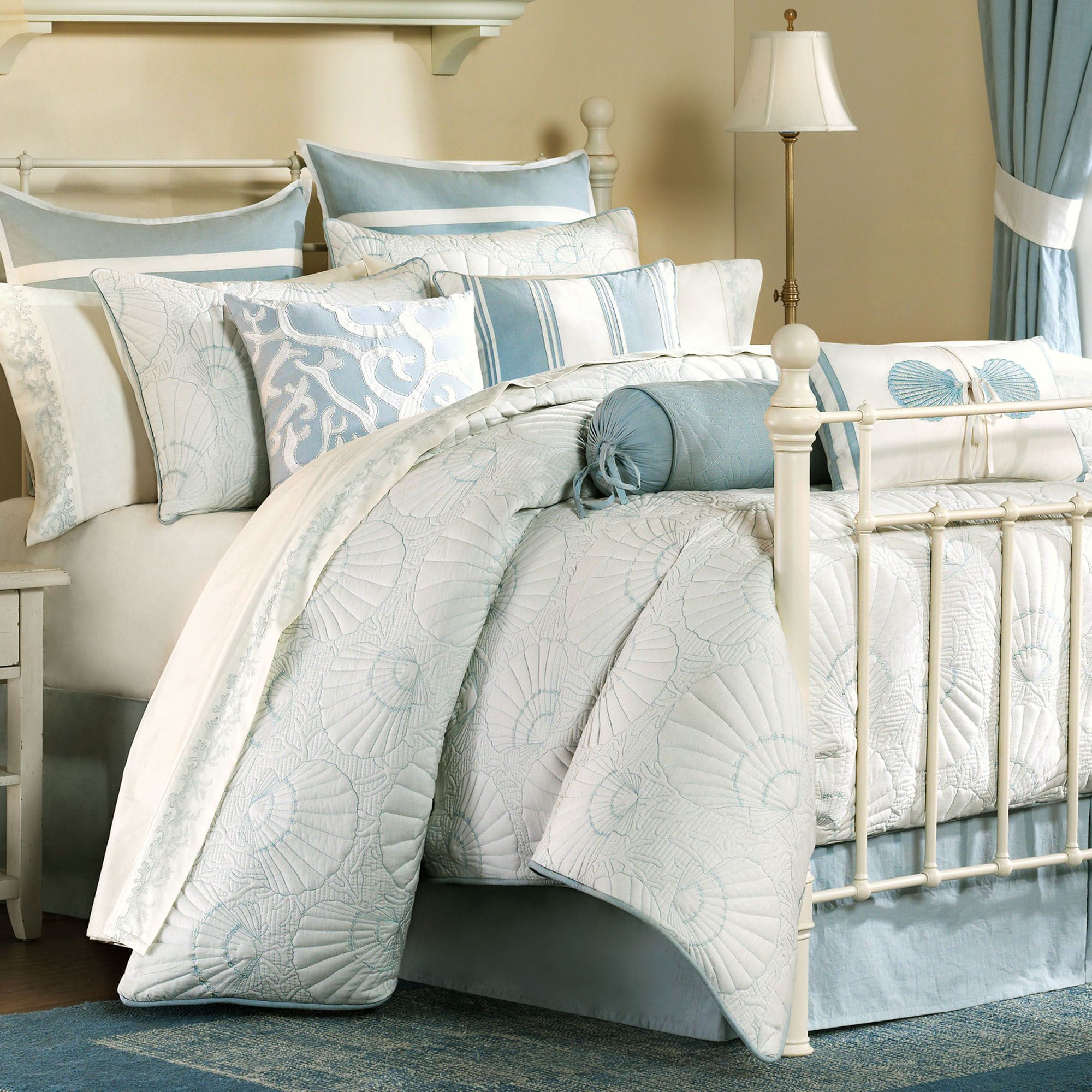 Подушка валик голубая