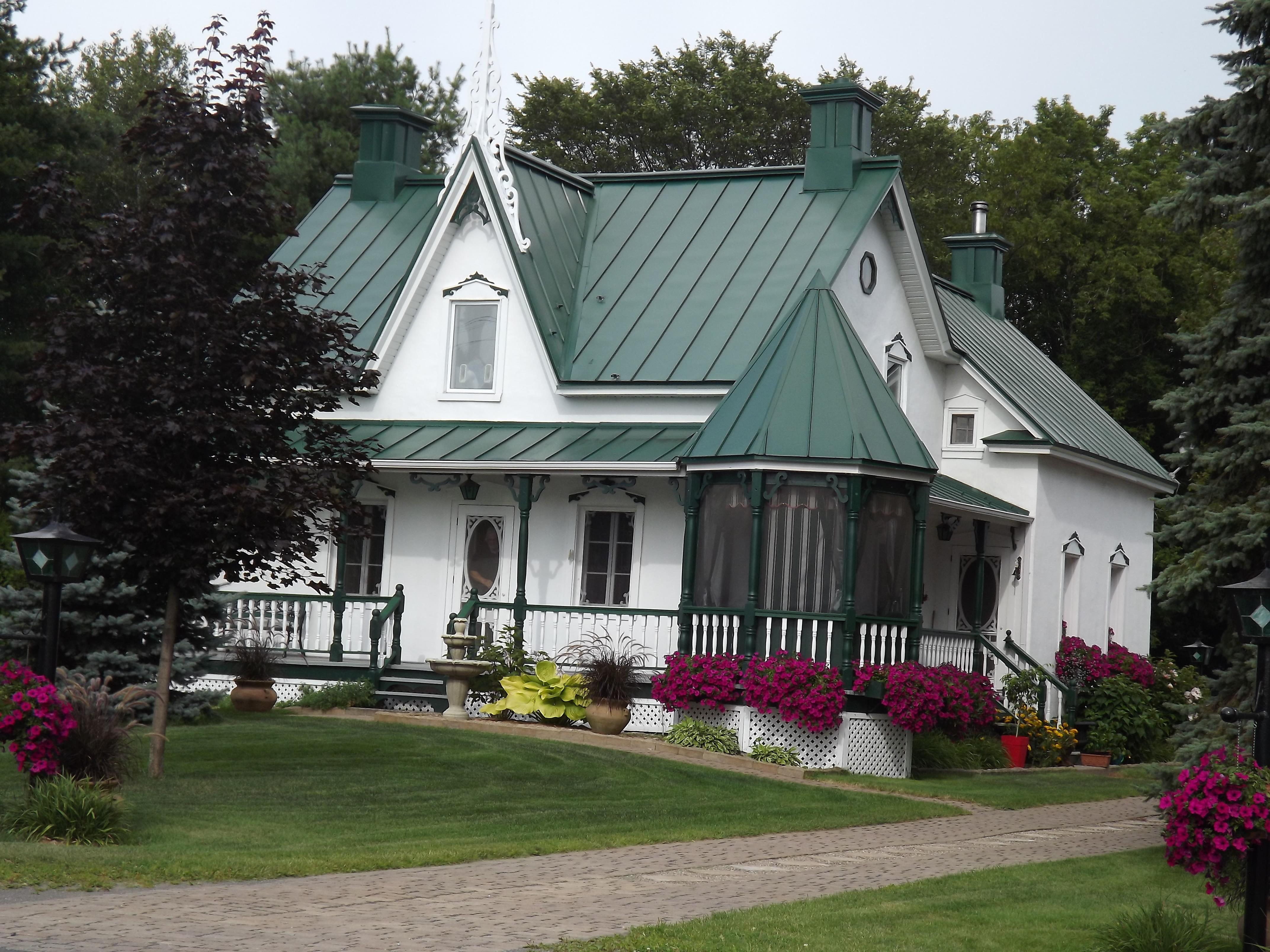 Крыша с мансардой в готическом стиле