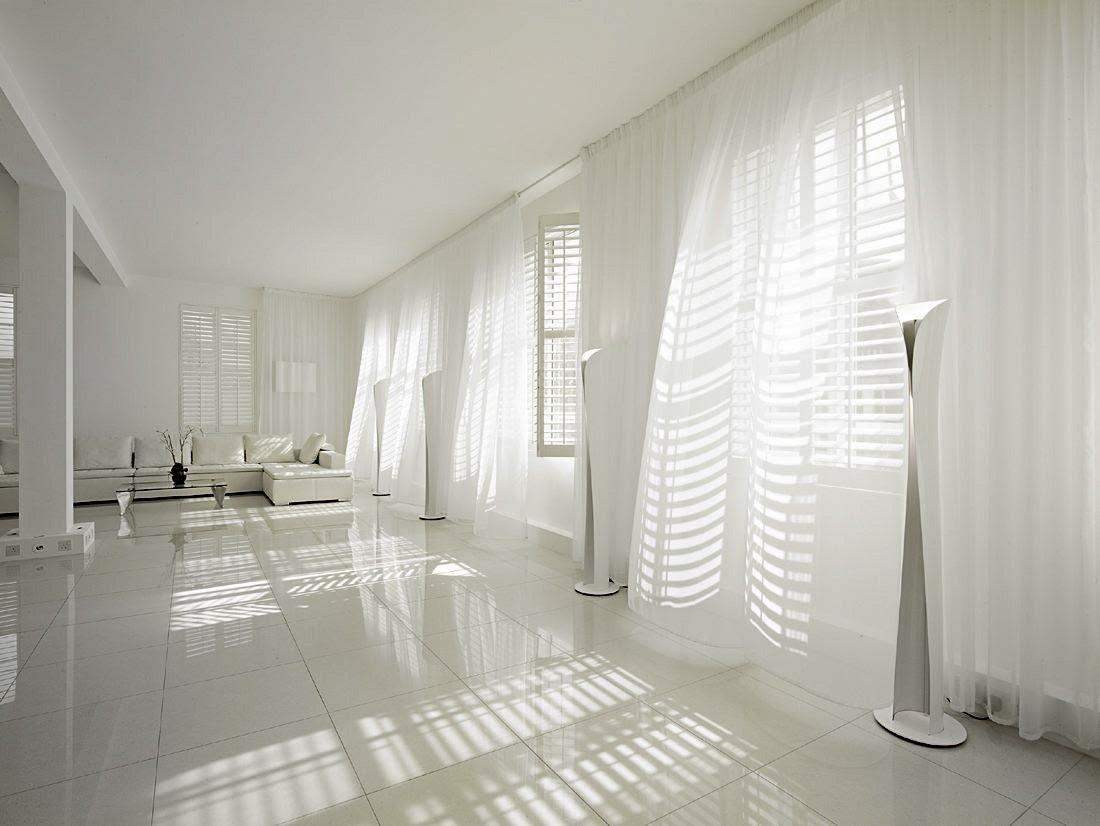 Белые шторы в стиле хай-тек