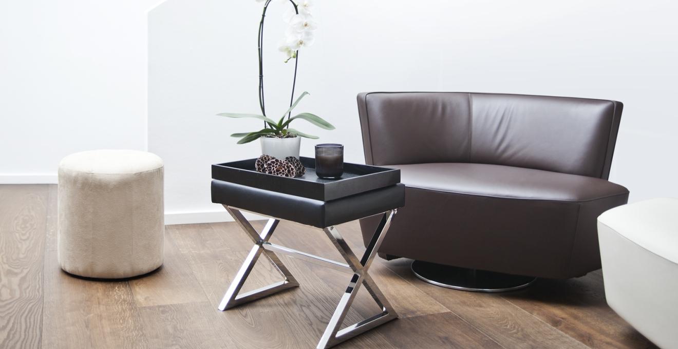 Сервировочный столик в стиле хай-тек