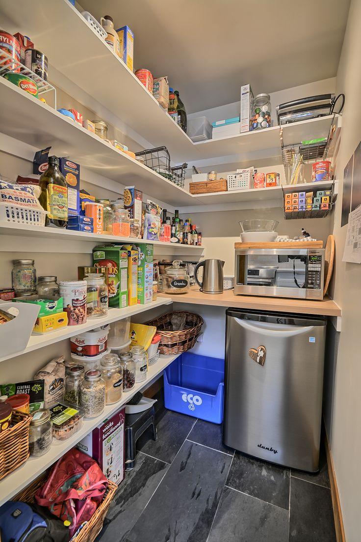 Дизайн кладовки с холодильником