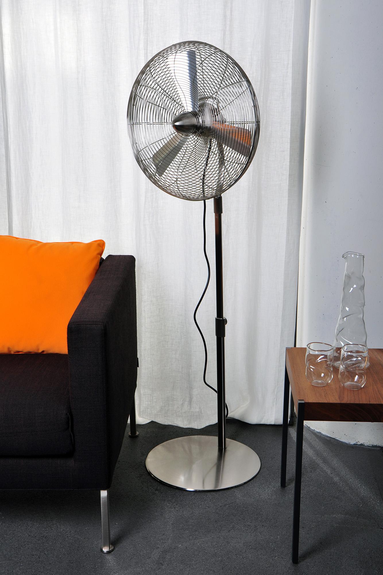 Напольный хромированный вентилятор