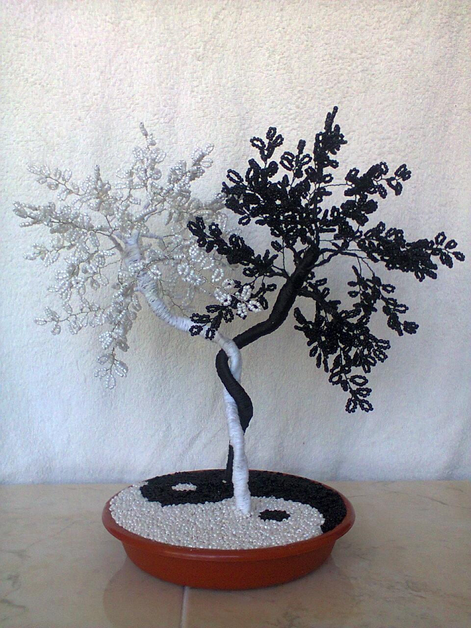 Дерево инь-ян из бисера