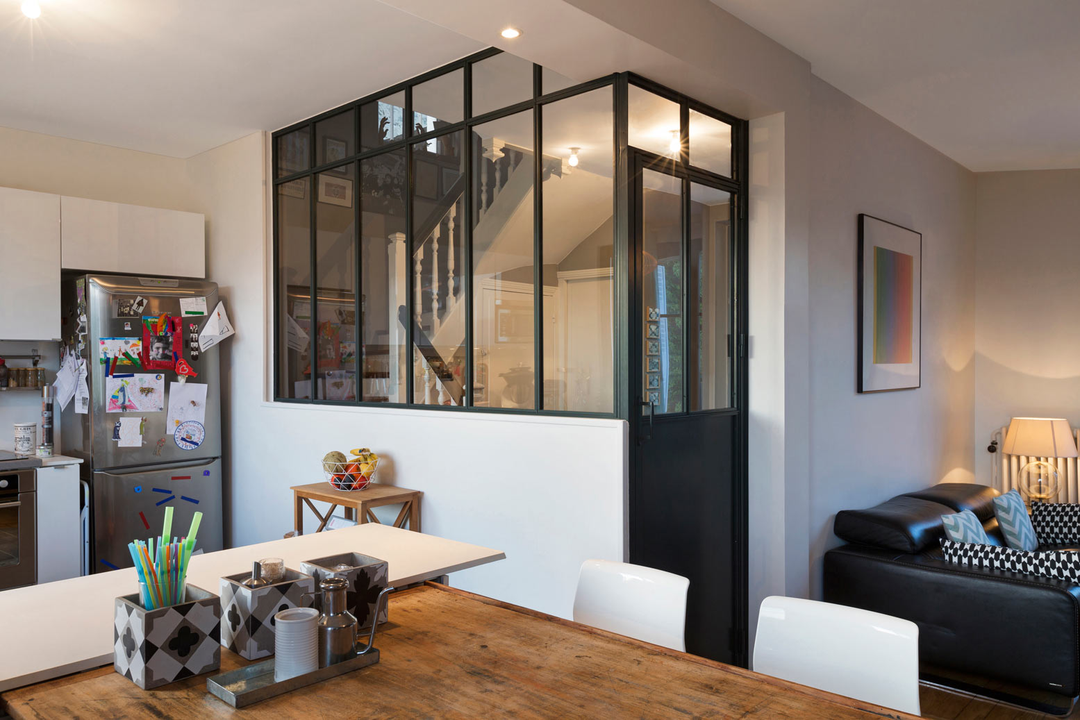 Перегородка между кухней и гостиной в индустриальном стиле