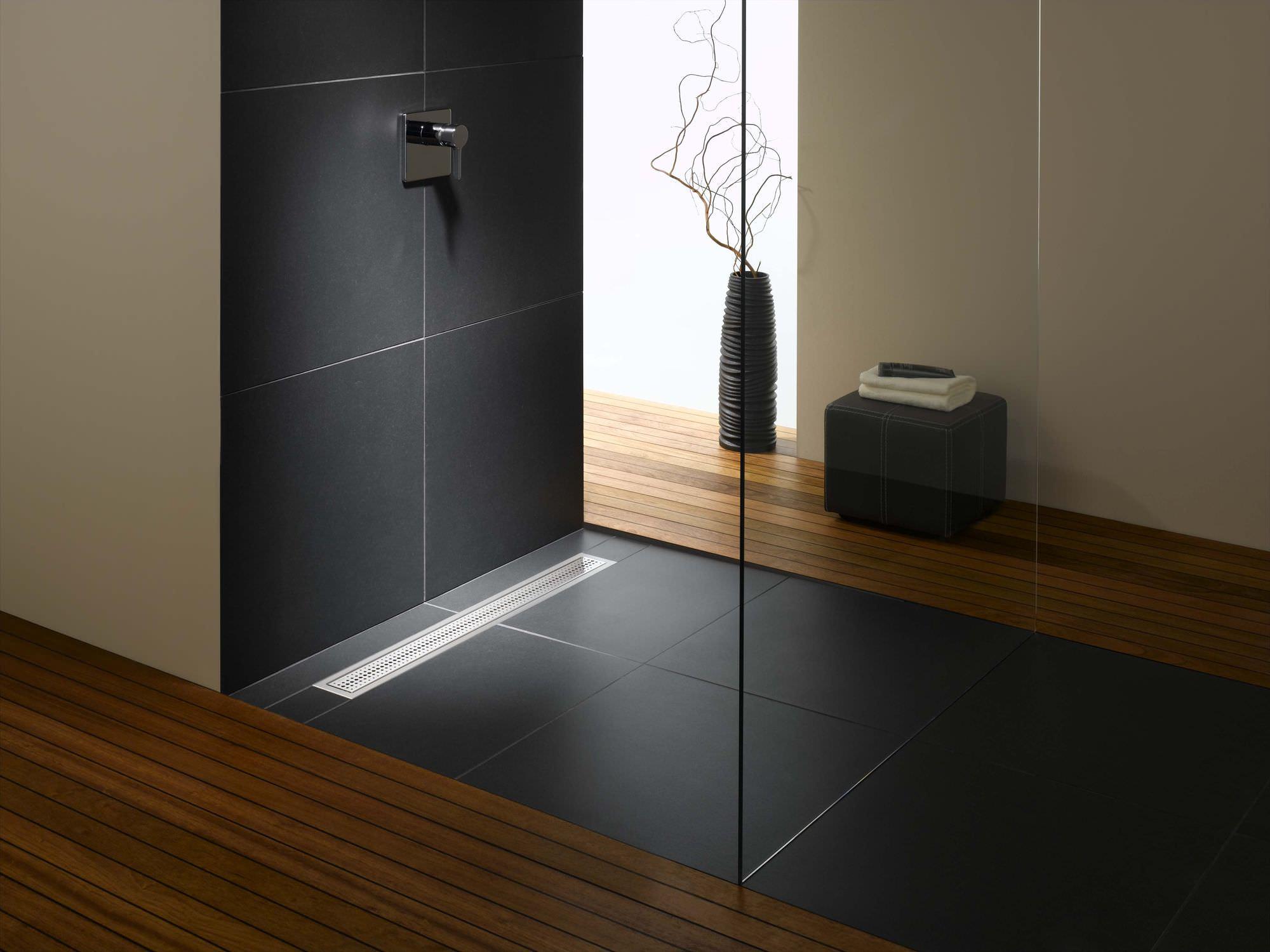 Душевая плита с трапом: устройство и возможности применения в интерьере ванной комнаты (20 фото)