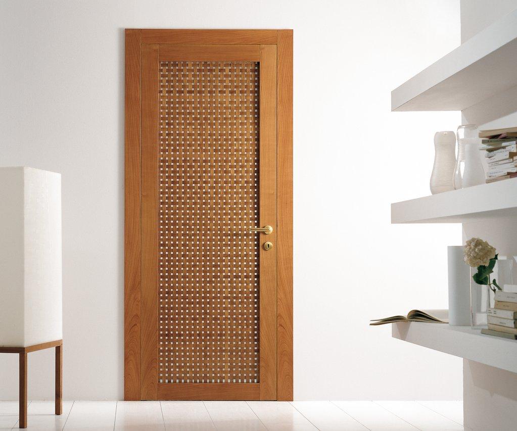 Дверь в стиле модерн в интерьере