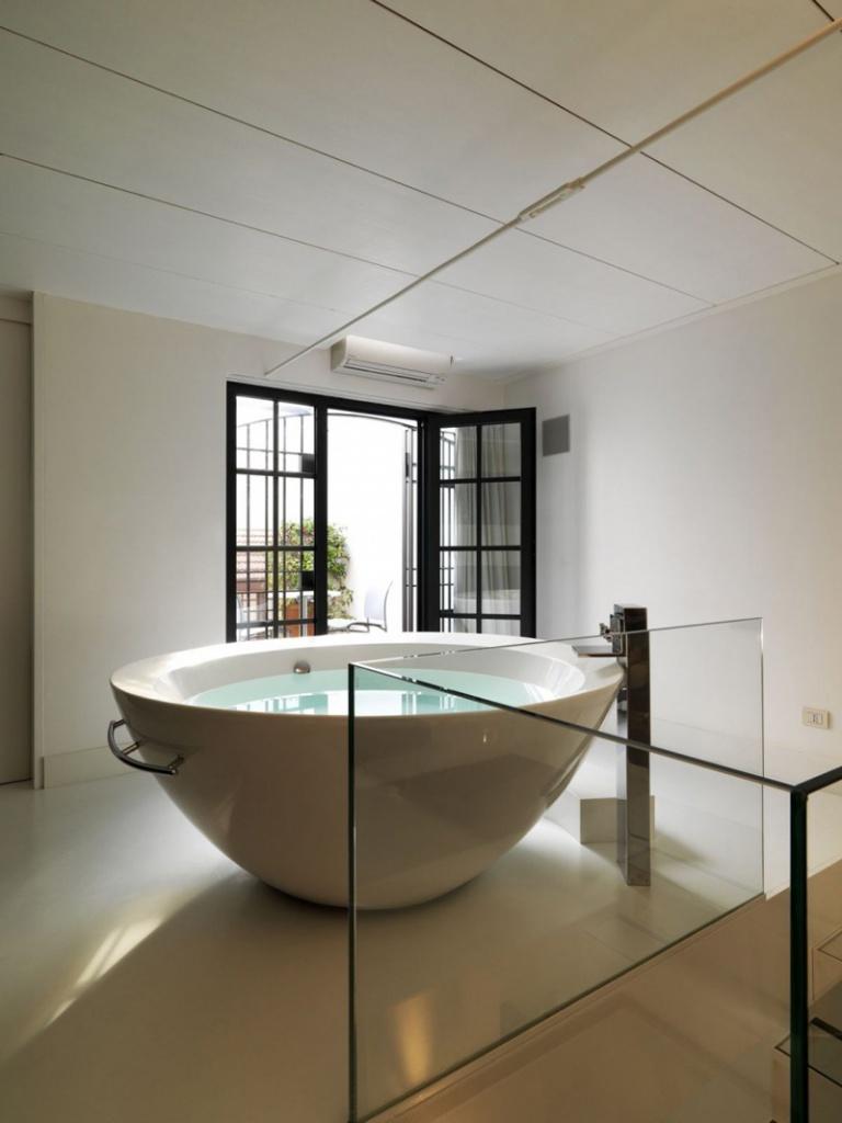 Круглая ванна из камня