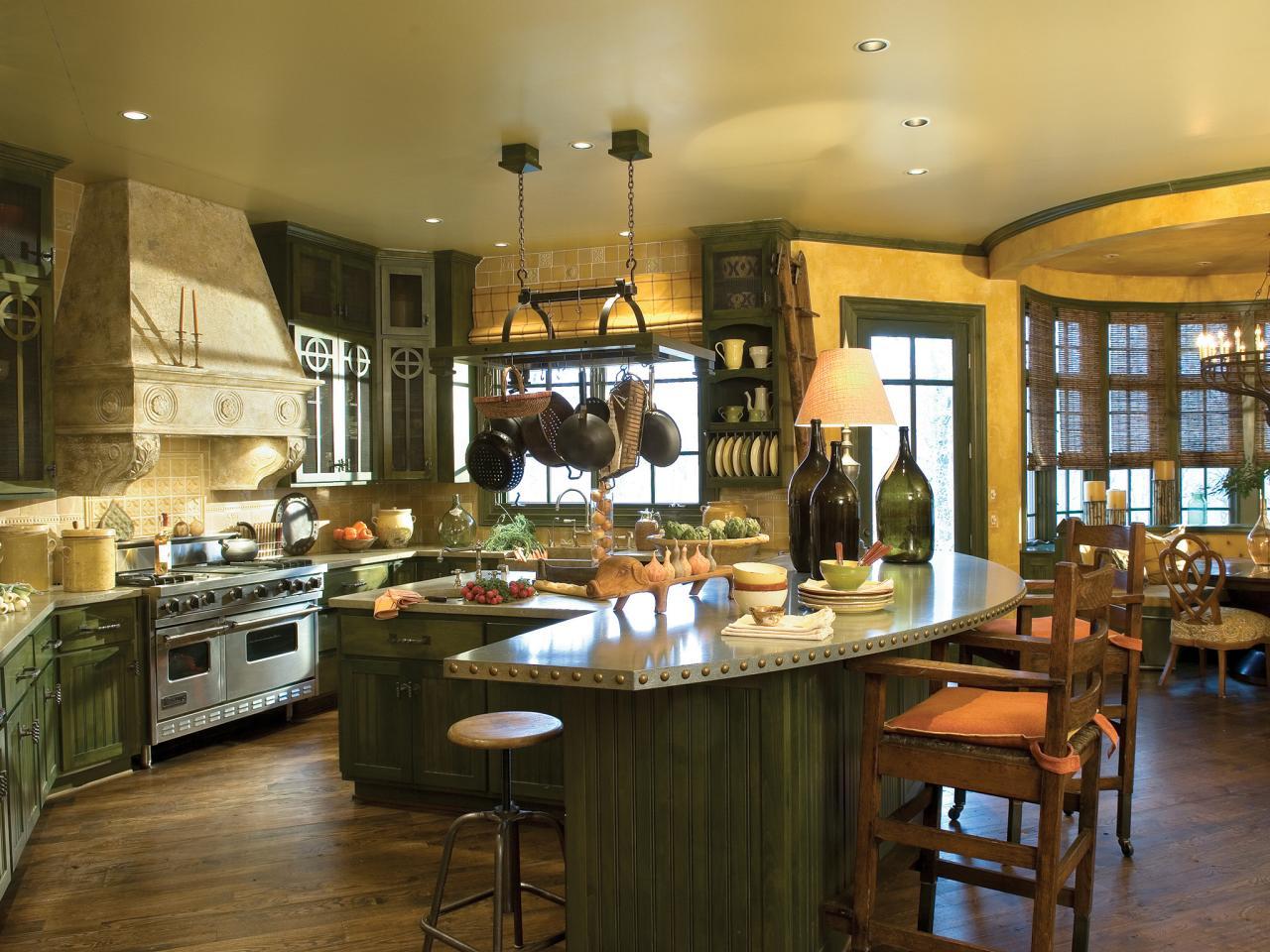 Кухонный гарнитур с барной стойкой в стиле кантри