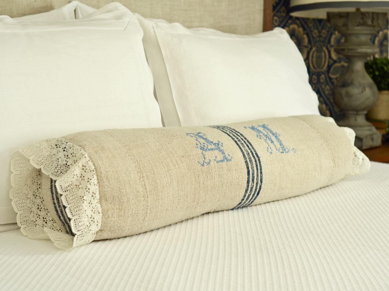 Подушка-валик в стиле кантри