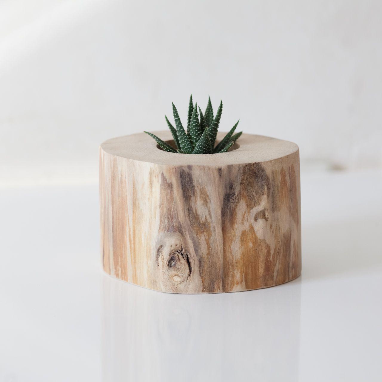 Кашпо из дерева