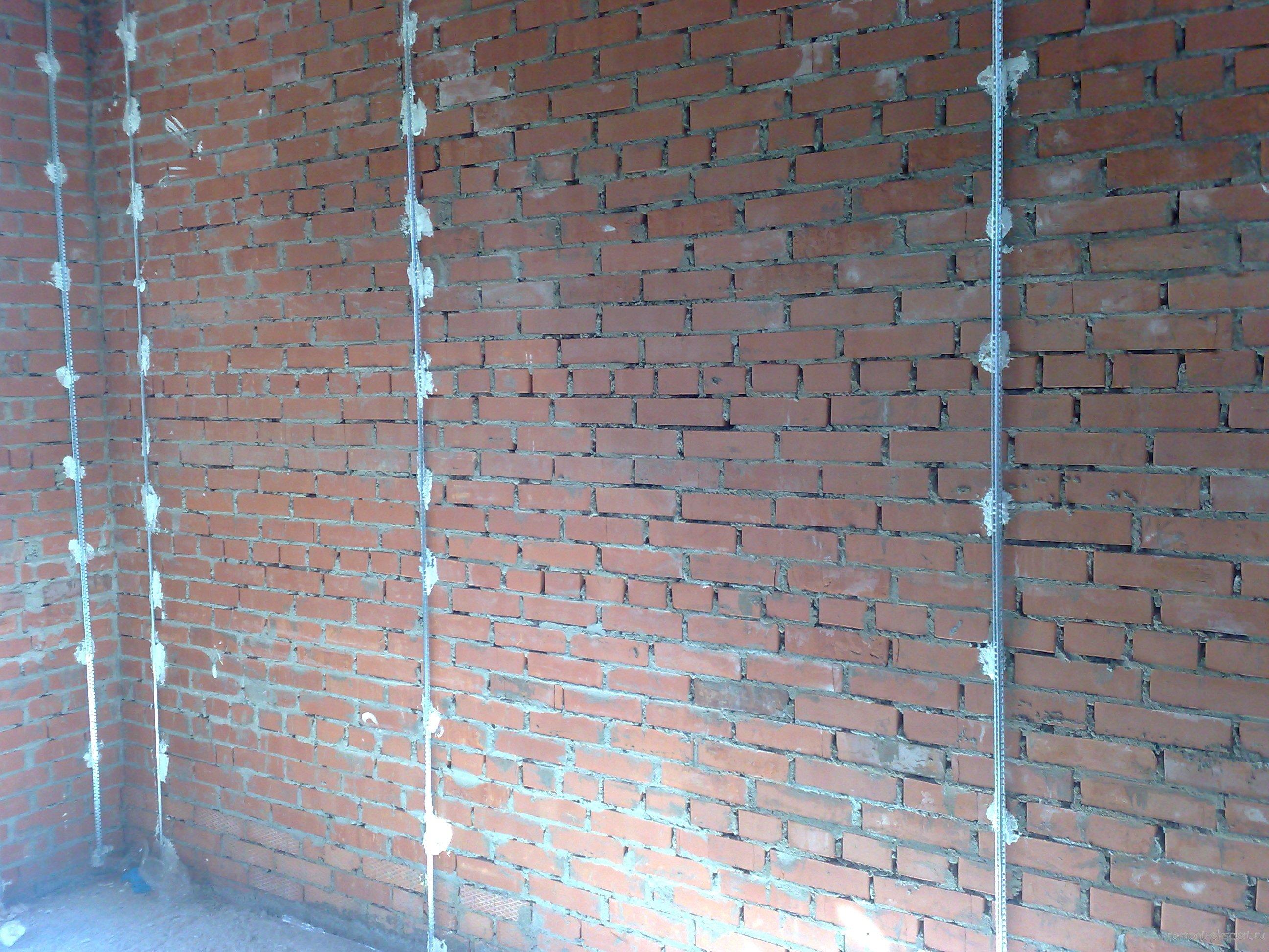 Штукатурка кирпичной стены по маякам