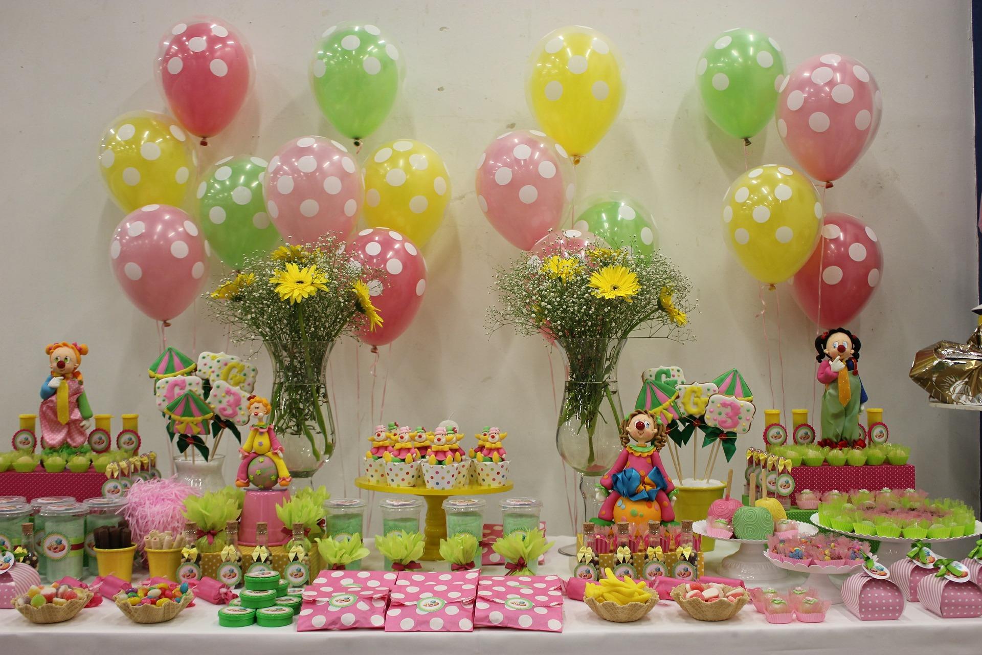 Украшение детского праздничного стола клоунами