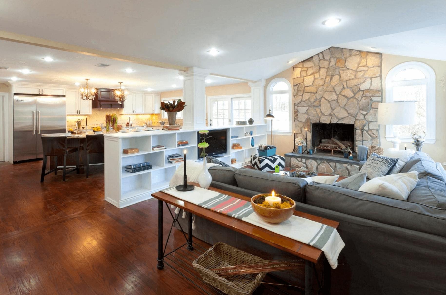 Перегородка между кухней и гостиной с колоннами