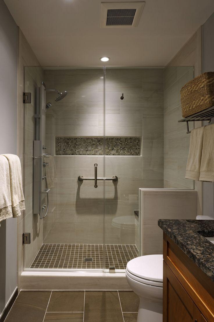 Бежево-коричневая плитка в ванной