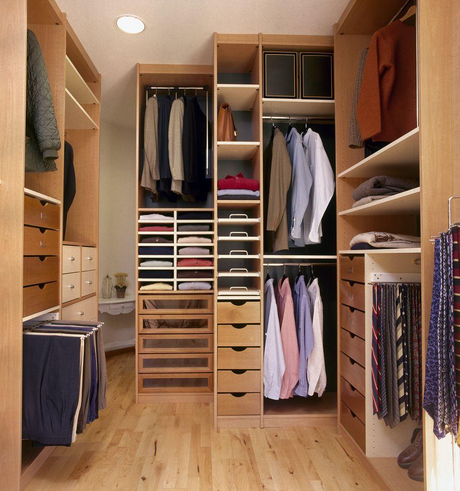 Хранение костюмов в шкафу