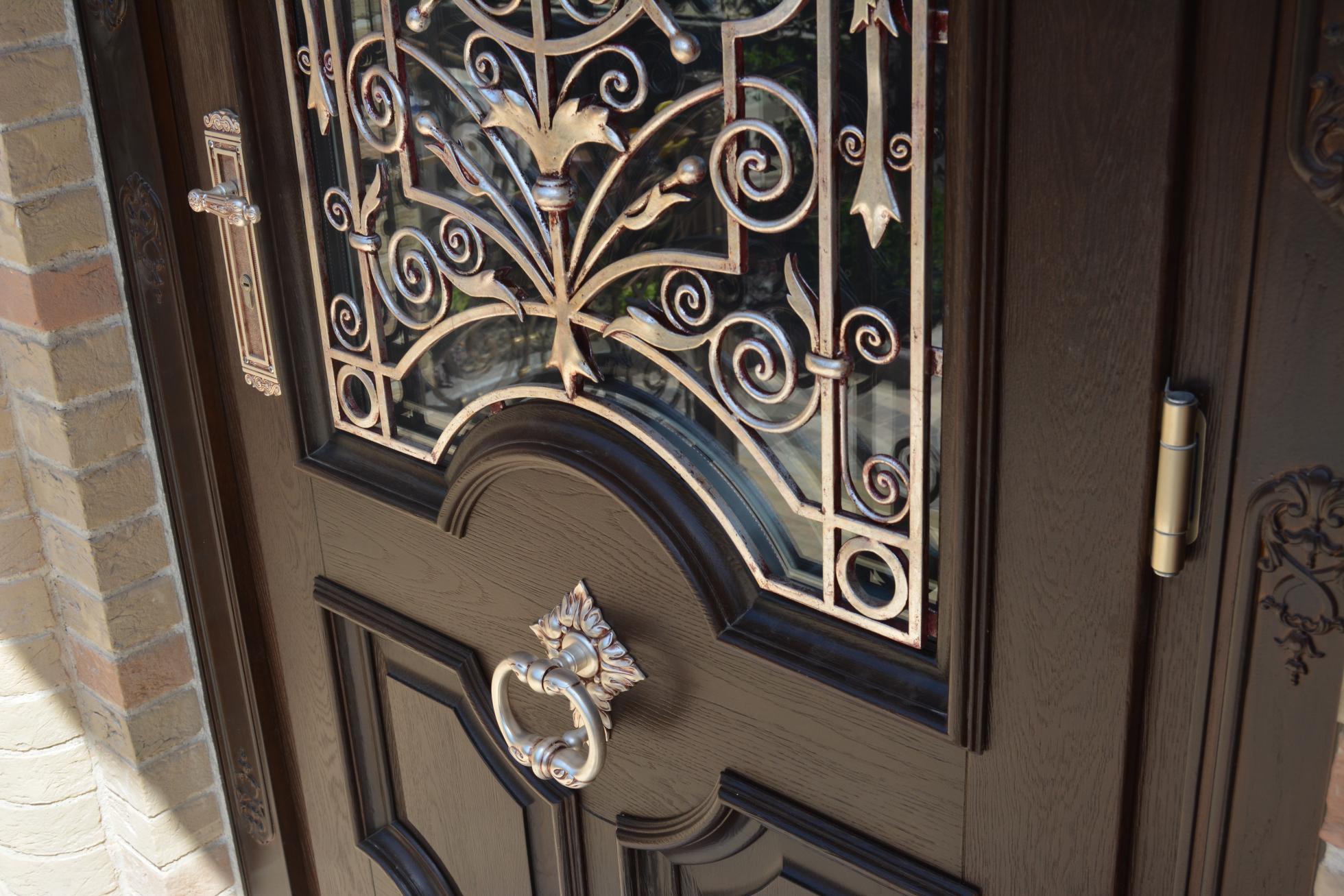 Кованый декор входной двери