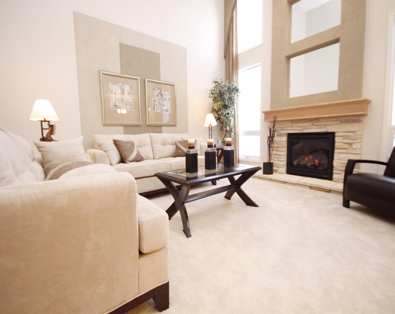 Белый ковролин в гостиной