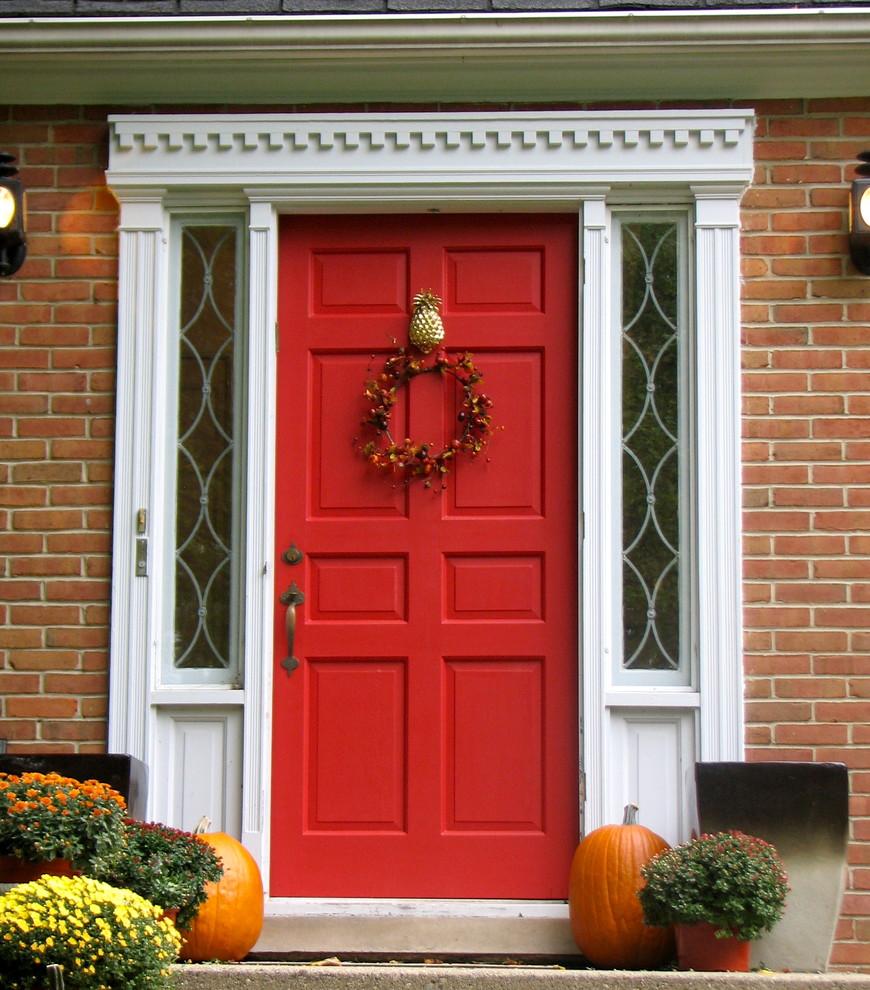 Декор входной двери краской