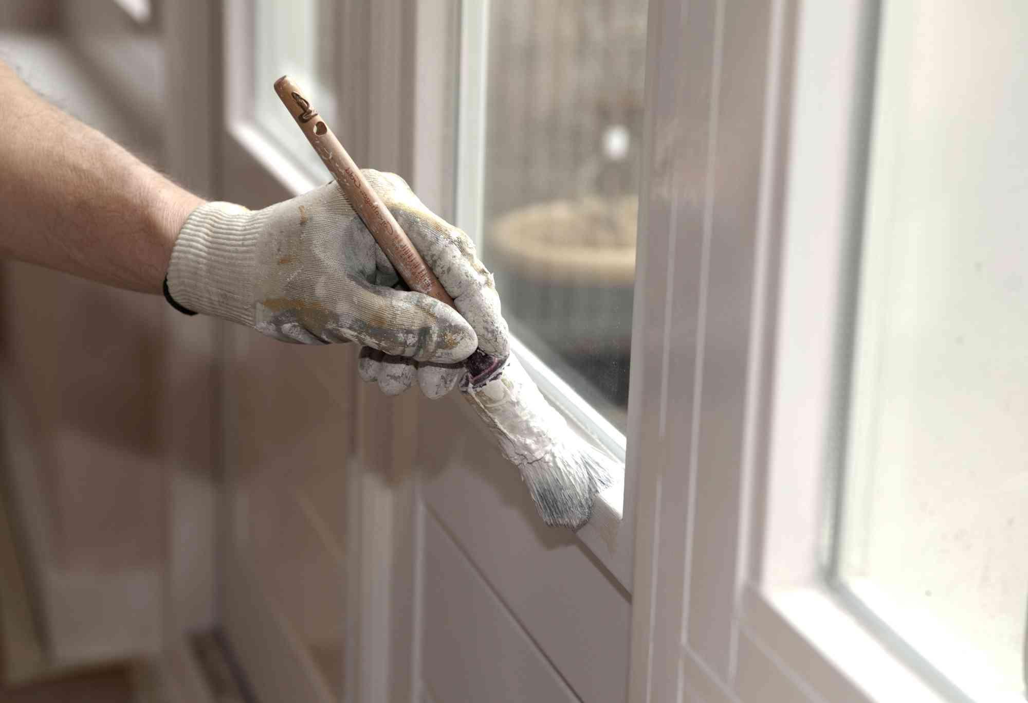 Удаление пятен краски с пластиковых окон
