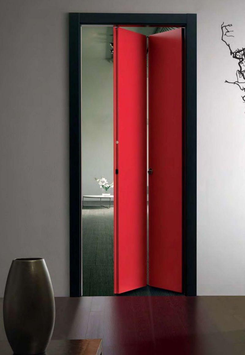 Красная дверь-гармошка