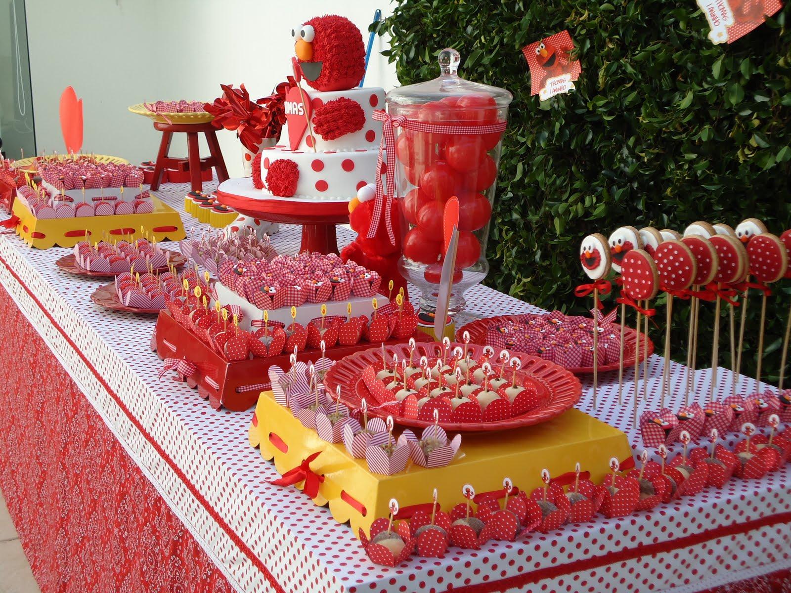 Оформление детского стола в красном цвете