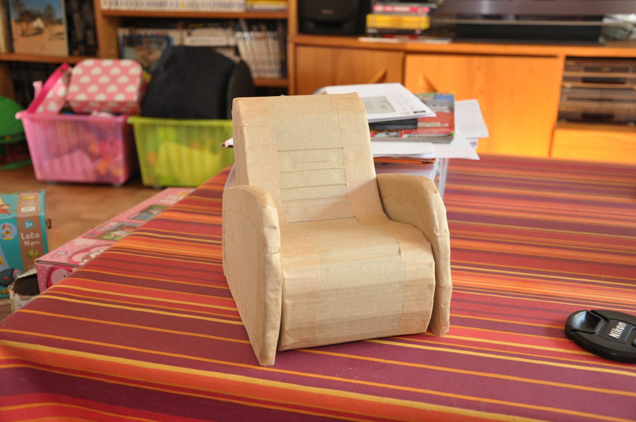Кресло из картона игрушечное