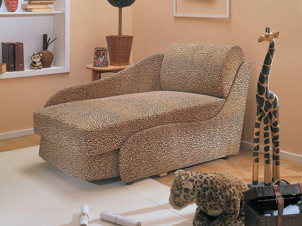 Кресло-кровать с анималистичным принтом