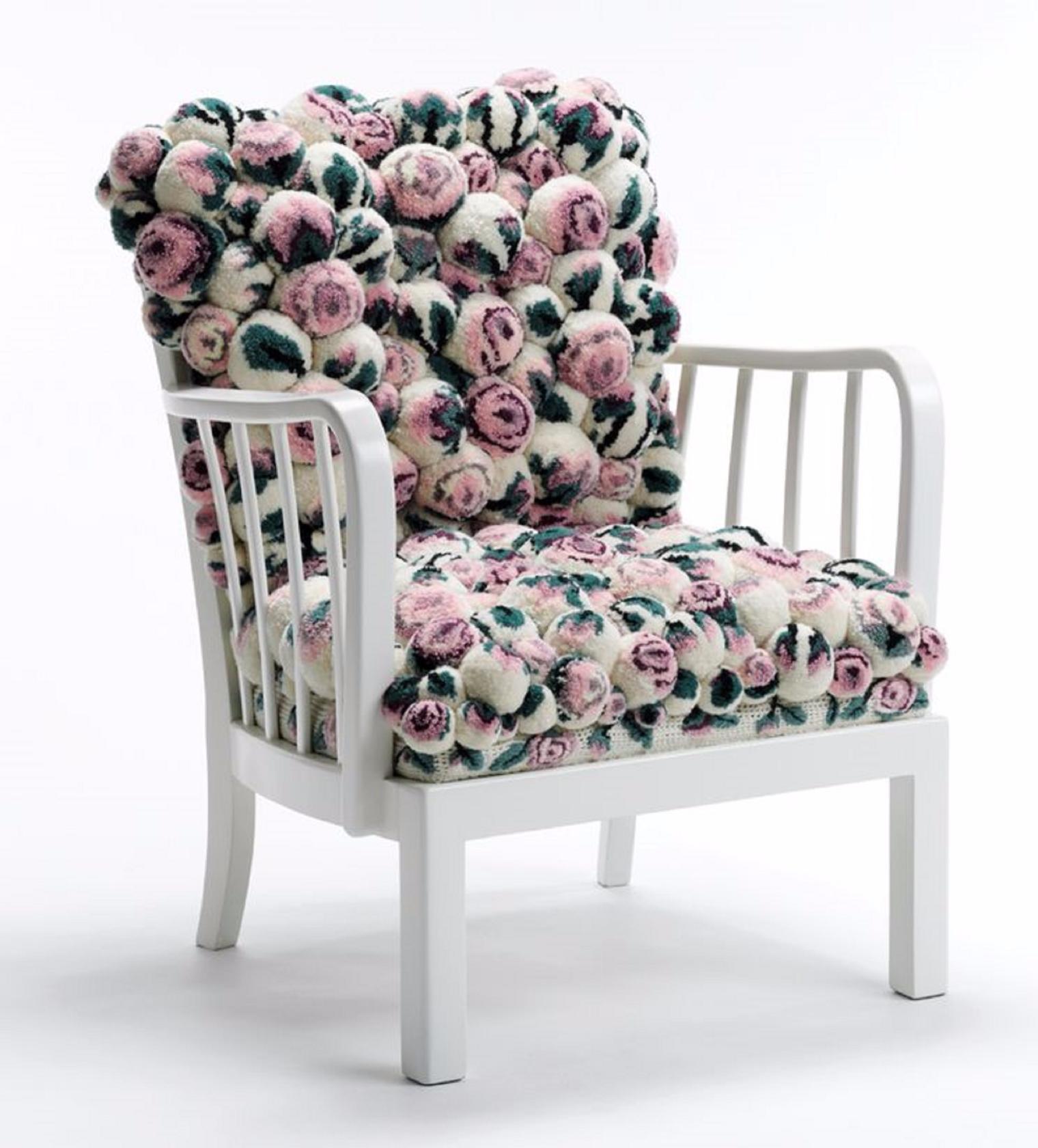 Кресло из помпонов
