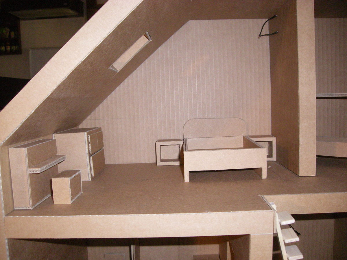 Кровать из картона игрушечная