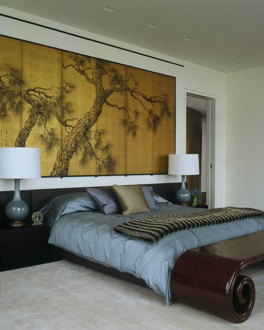 Панорамная картина над кроватью в спальне