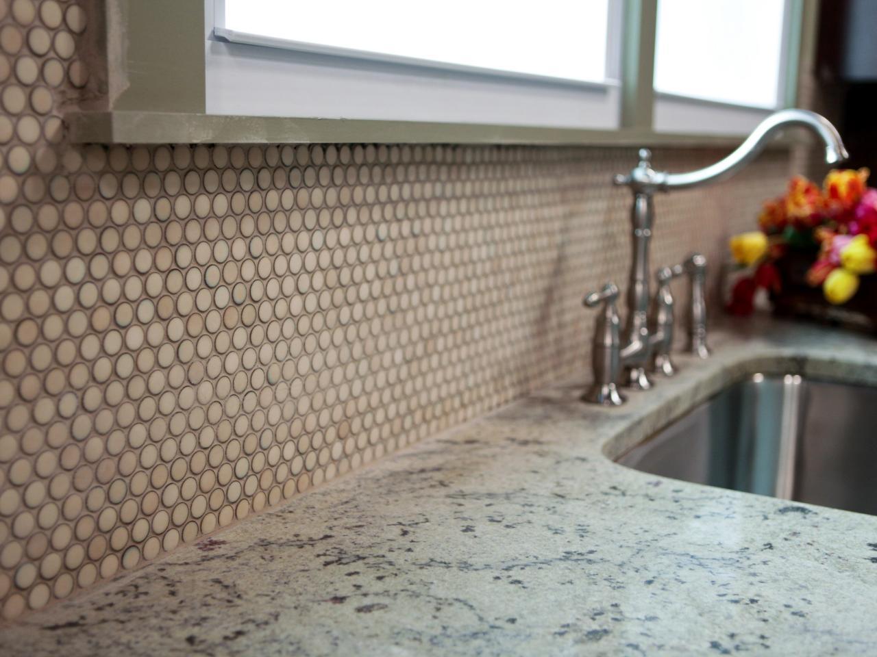 Круглая мозаика в интерьере кухни