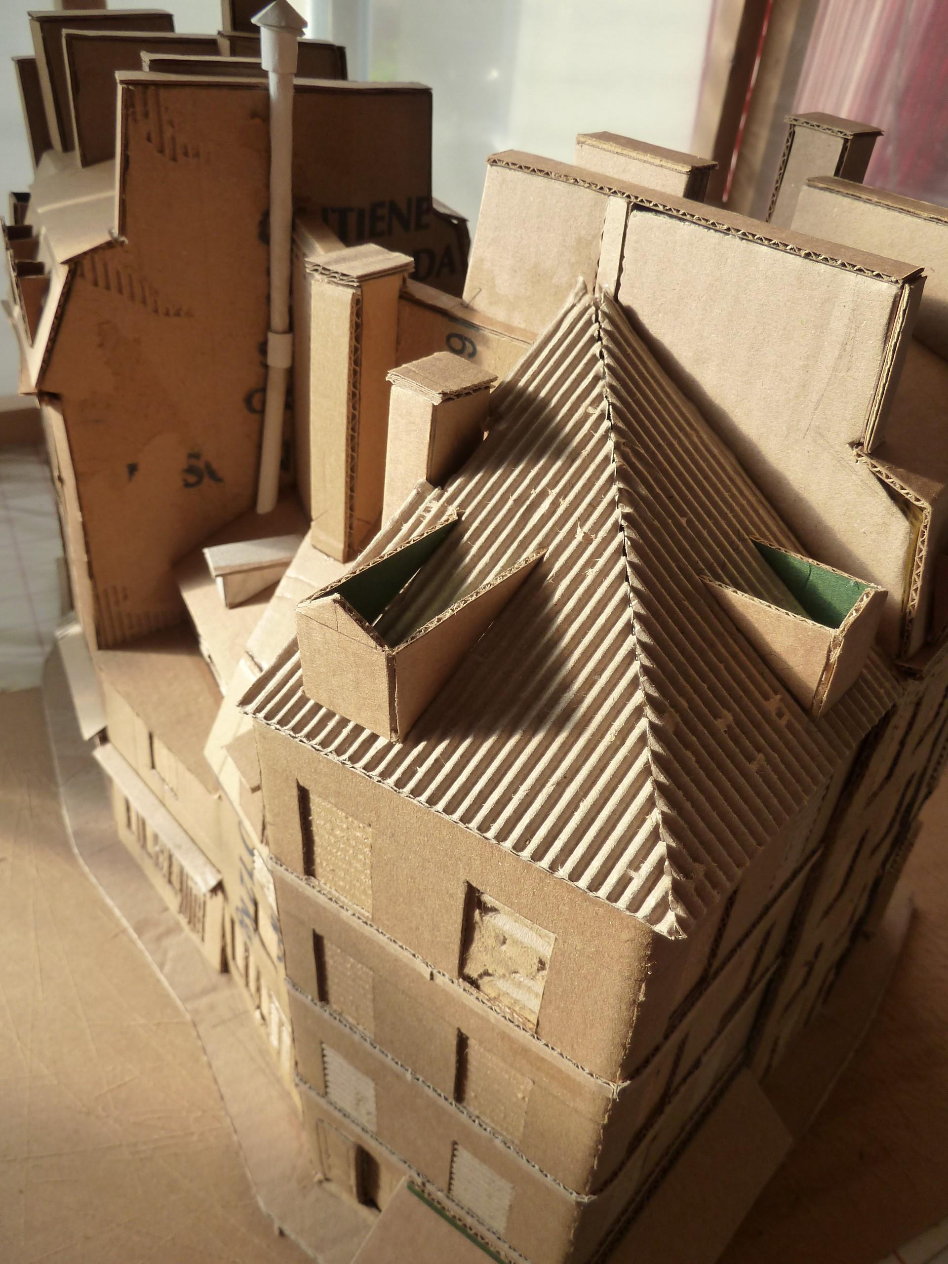 Домик из картона игрушечный с крышей