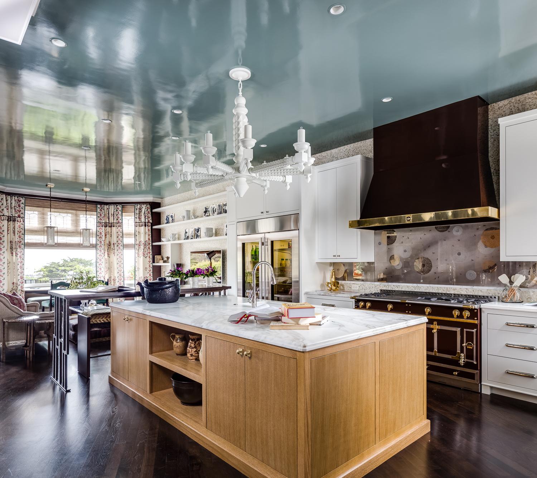Глянцевая краска на потолке кухни