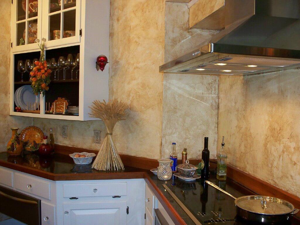 Декоративная гипсовая штукатурка на кухне