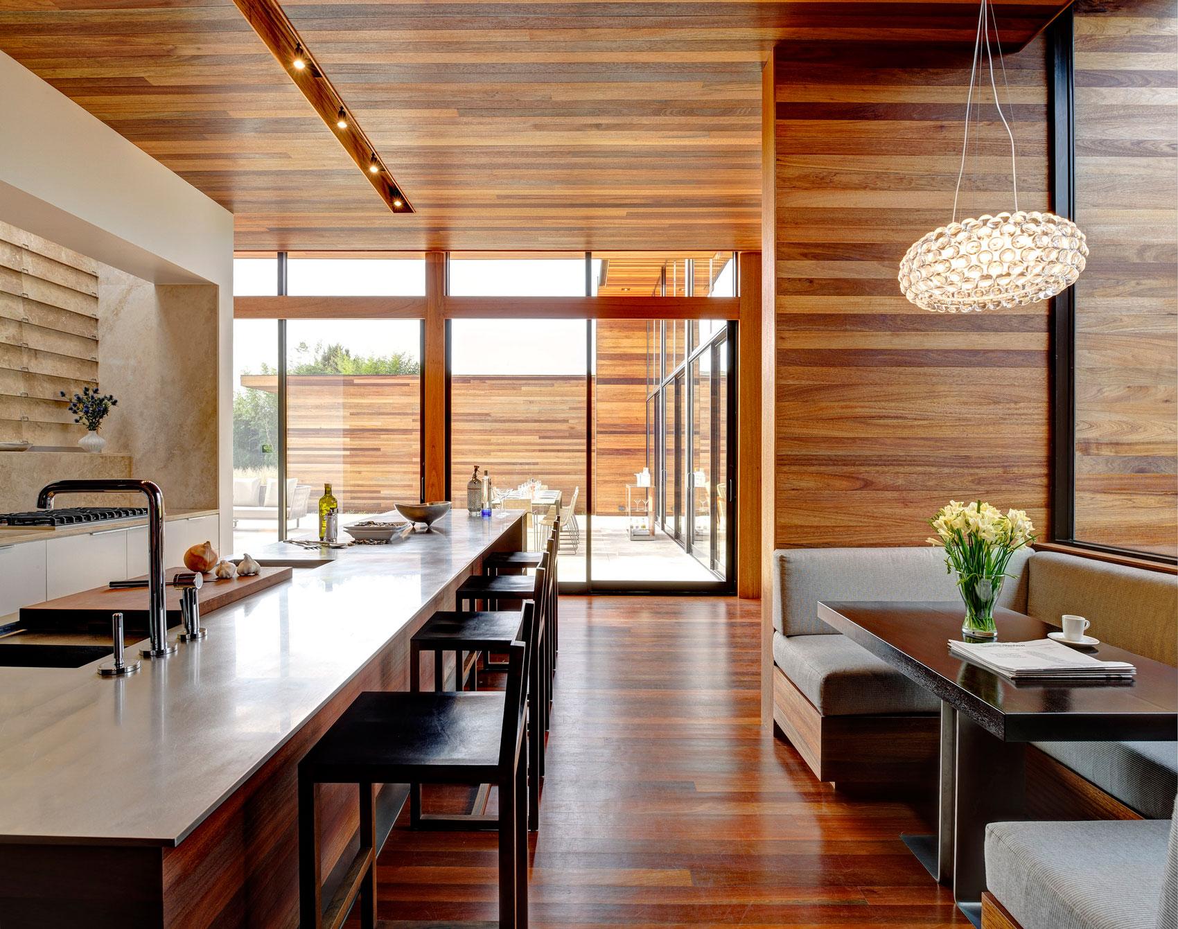 Ламинат на потолке в кухне