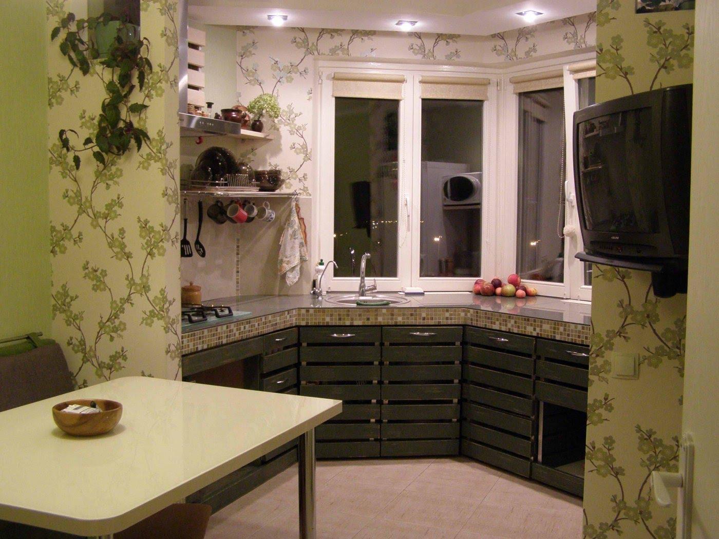 Кухня с эркером в интерьере квартиры