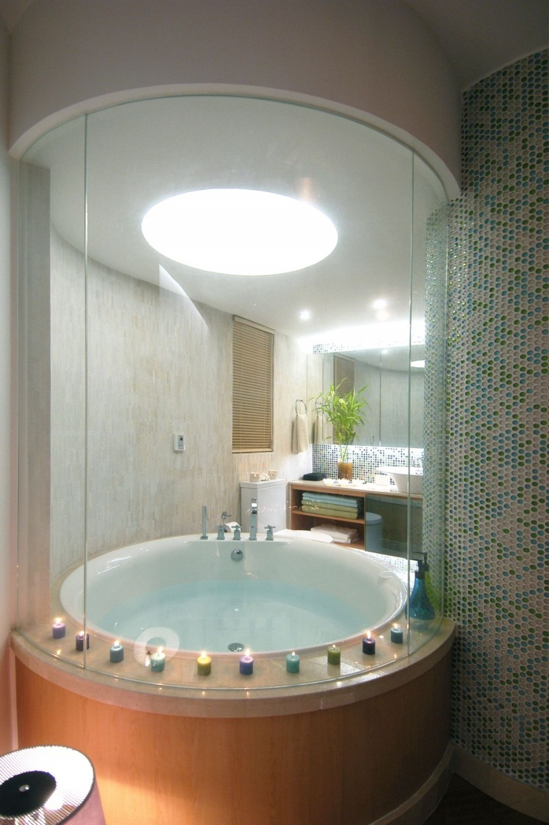 Круглая ванна в интерьере квартиры