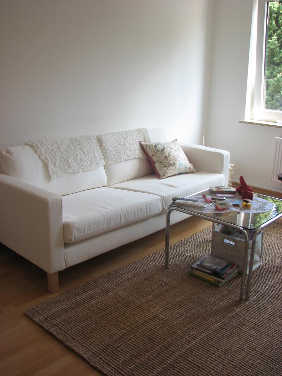 Белый диван лаконичного дизайна