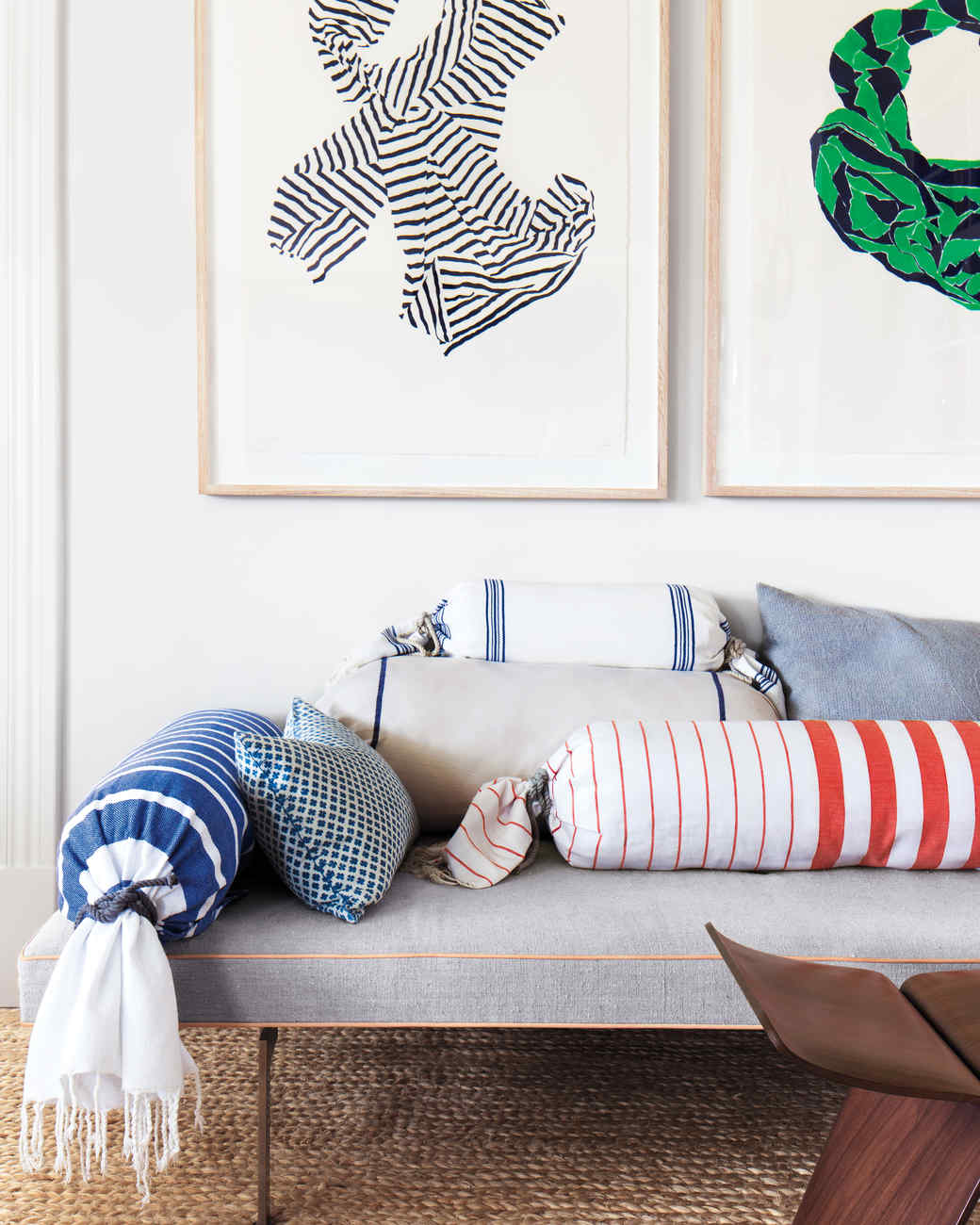 Подушка валик из льна