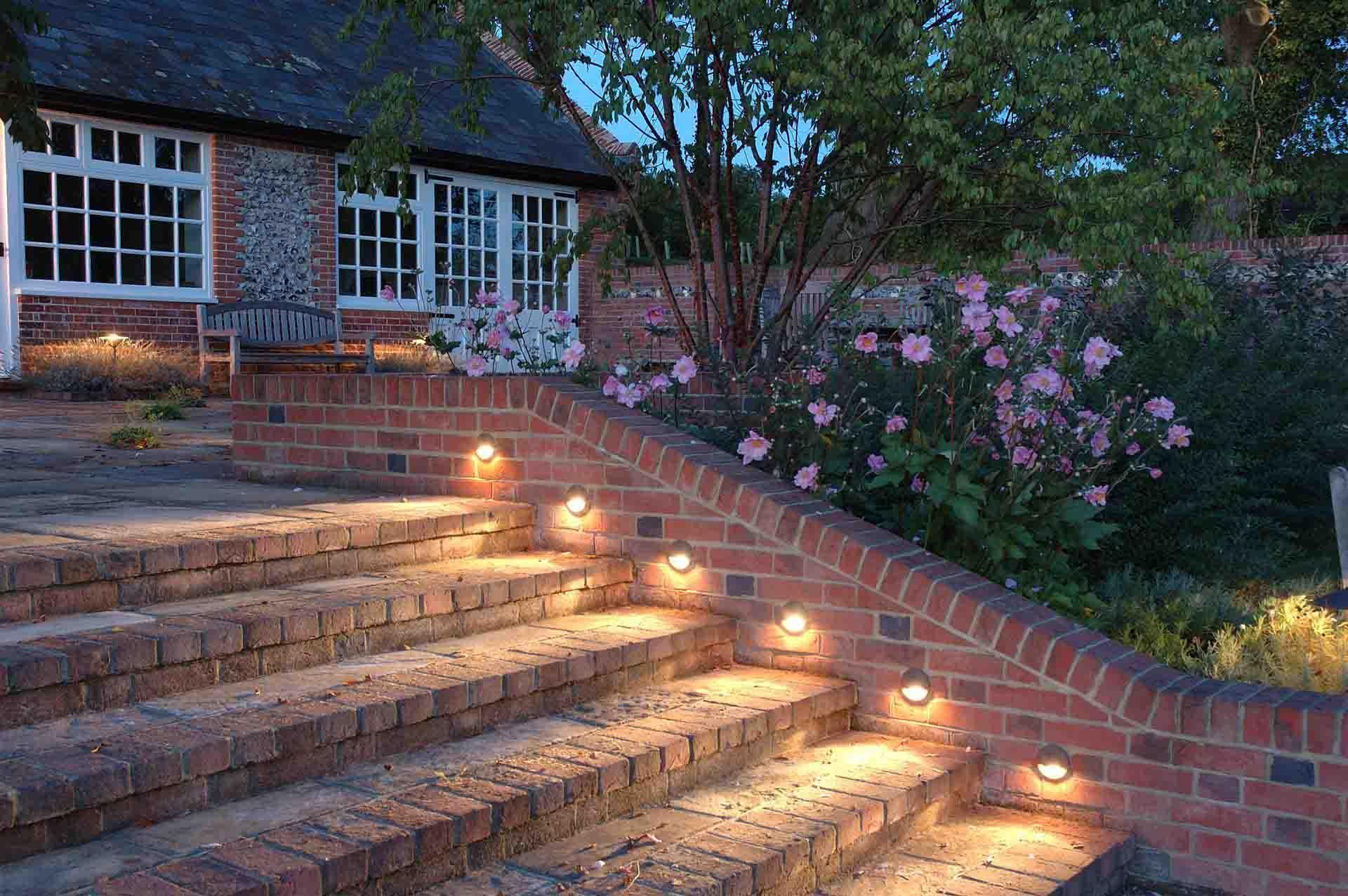Фотореле для освещения садовой лестницы