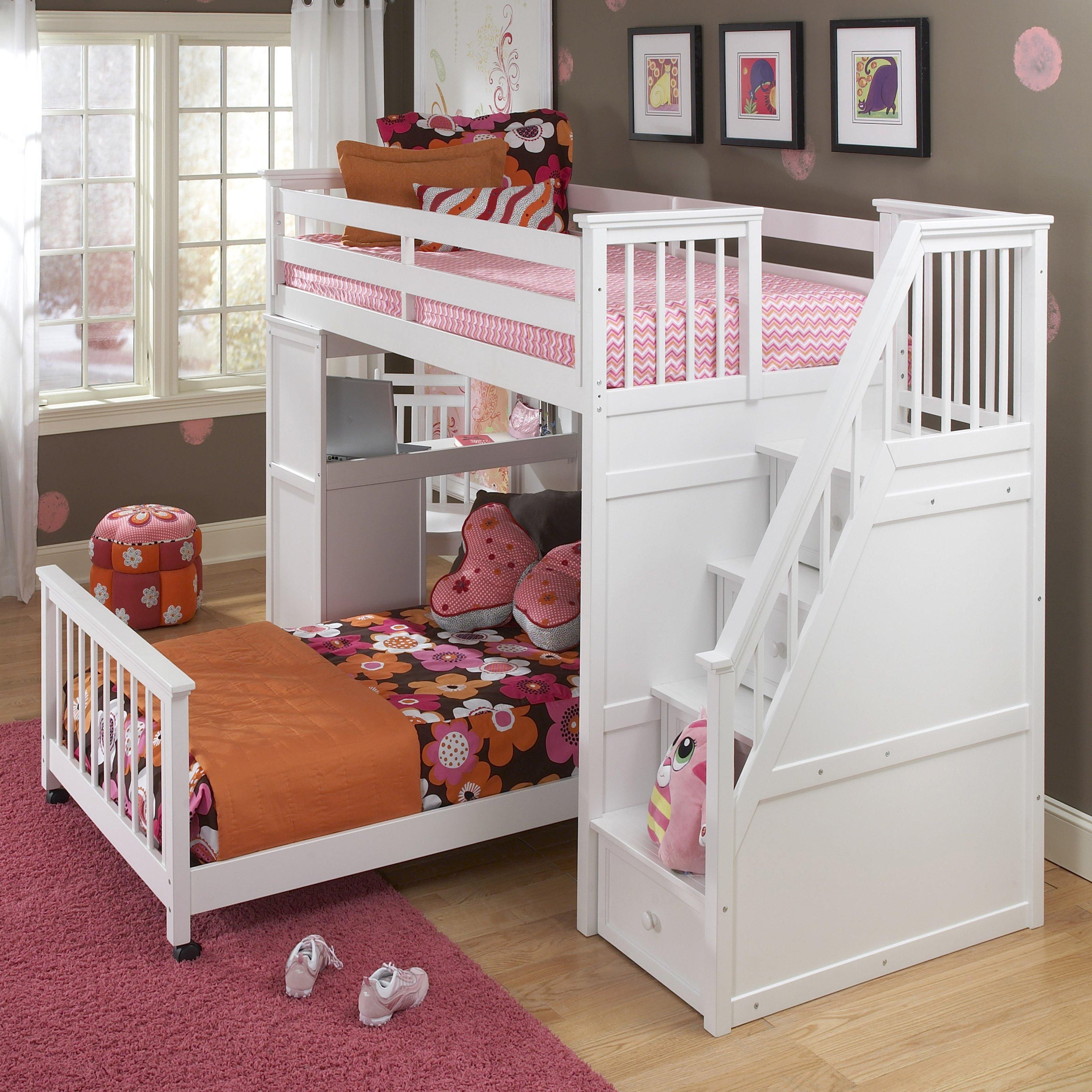 Детская кровать с лестницей и бортиками