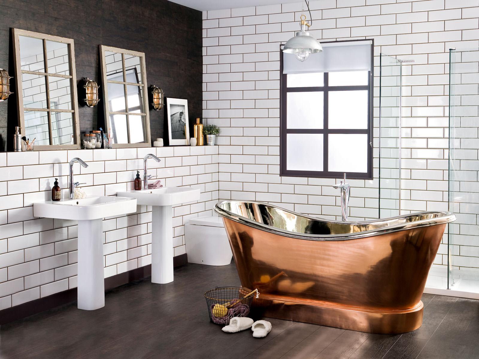 Стальная ванна в интерьере лофт