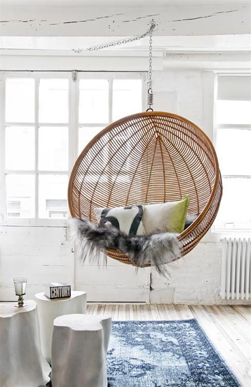 Кресло-шар в интерьере лофт