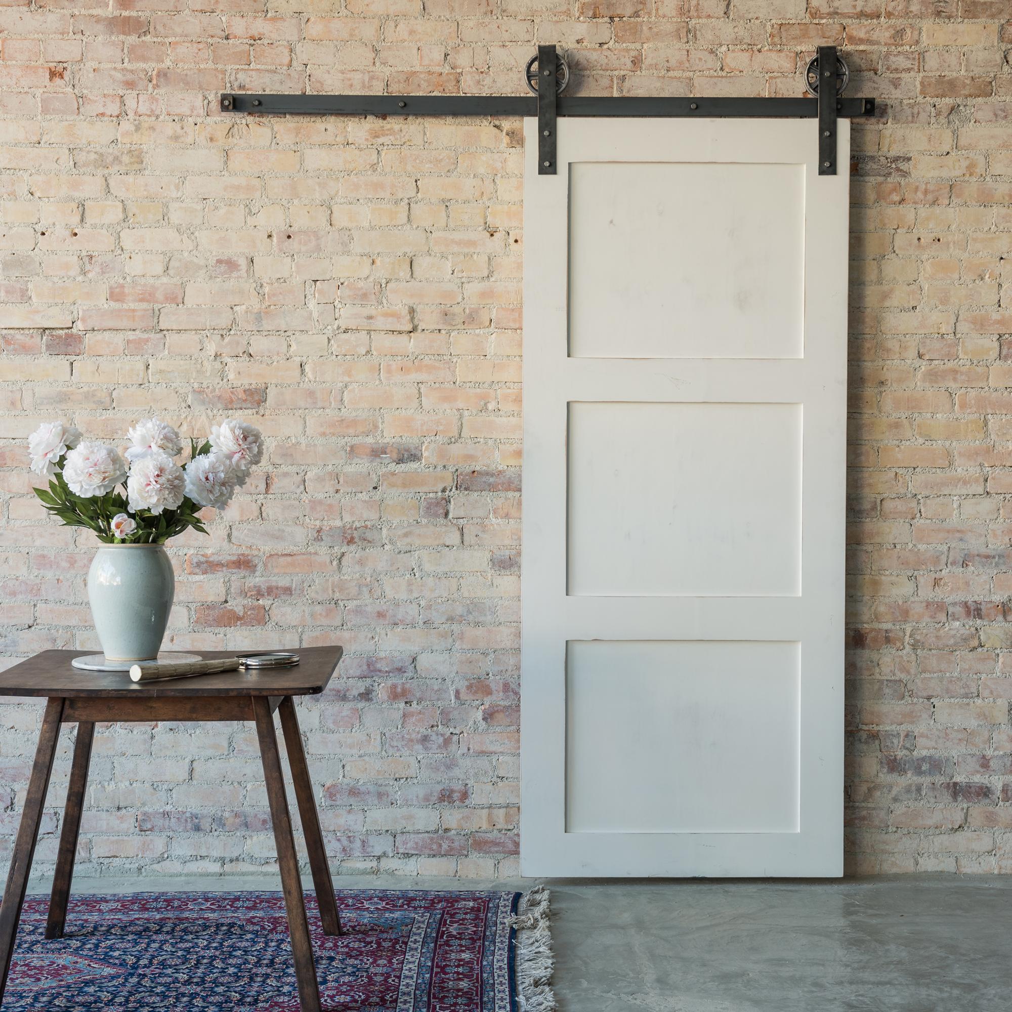 Белая дверь в стиле лофт