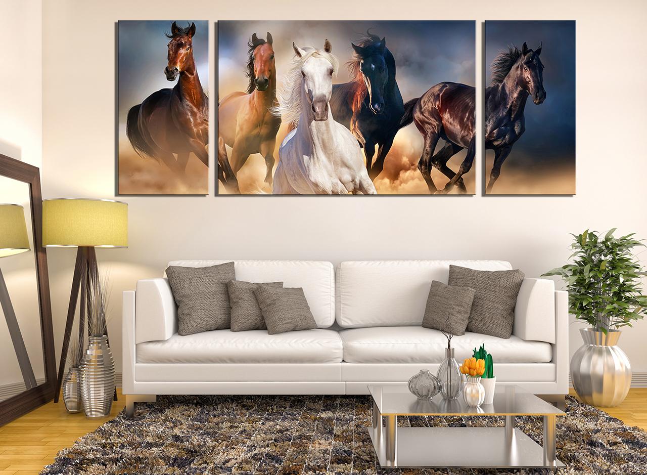 Панорамная картина с изображением лошадей в интерьере